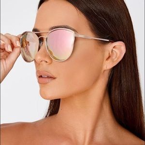 "QUAY AUSTRALIA ""Cherry Bomb"" Sunglasses (flaw)"